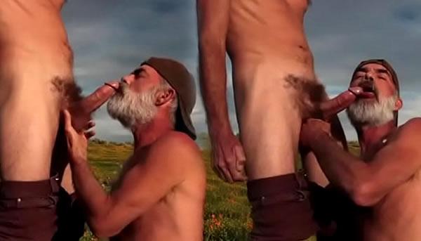 Daddy get BlowJob - Coroa chupando pica