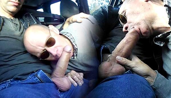 Motorista Uber chupando a pica do passageiro