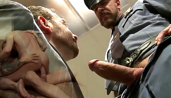 Policial faz sexo com o psicólogo; Rocco Steele;